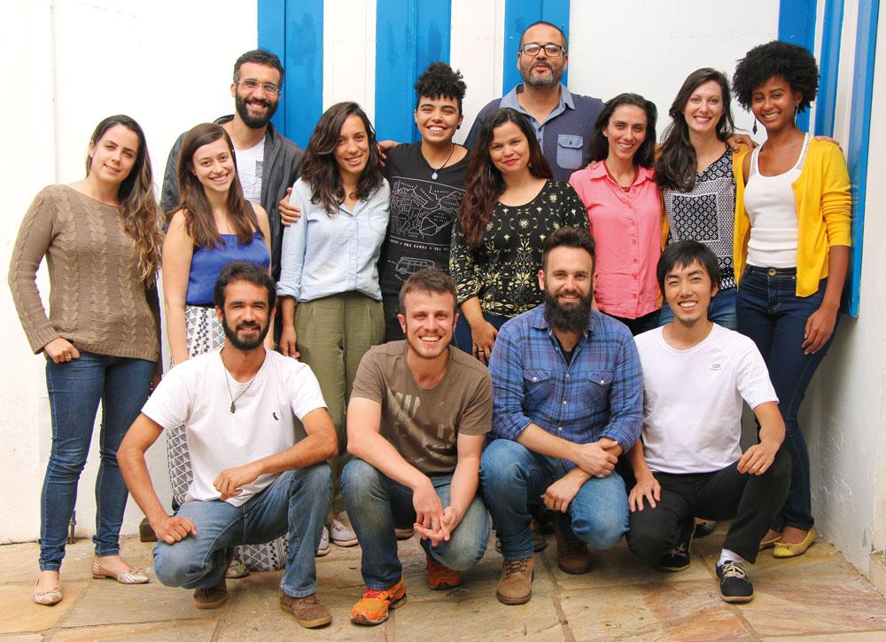 A Cáritas possui 14 assessores que auxiliam nos processos indenizatórios os atingidos em Mariana.