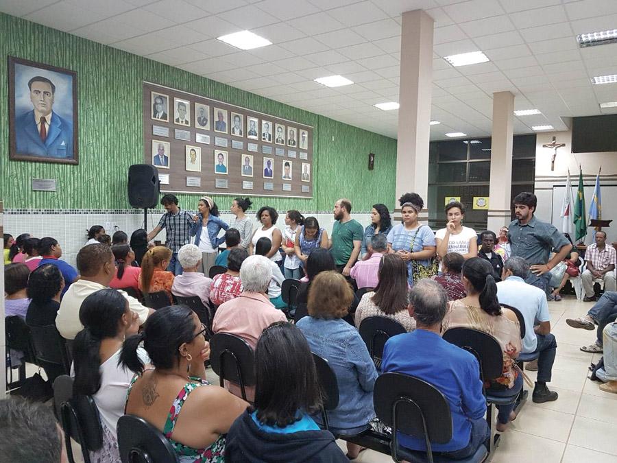 Equipe da AEDAS durante reunião em Barra Longa